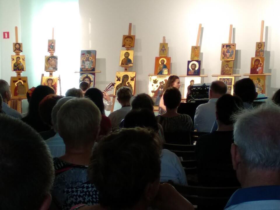 Akademia Ikony - niedzielny koncert na tle wystawy ikon
